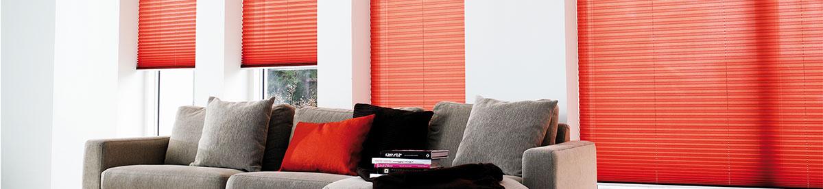 mit plissee klemmtr ger und klebe sticks bohrlos befestigt. Black Bedroom Furniture Sets. Home Design Ideas